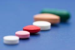 Pilules multicolores Photographie stock libre de droits