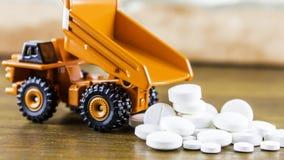Pilules ou capsules de médecine sur le fond en bois Prescription de drogue pour le médicament de traitement photo stock