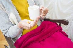Pilules quotidiennes pour les personnes âgées Photo stock