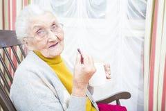 Pilules quotidiennes pour les personnes âgées Images stock