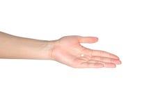 pilules rondes blanches sur la main de femmes Photos libres de droits