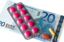 Pilules sur un billet de banque Photos libres de droits
