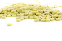 pilules vertes sur le plancher blanc Photos stock