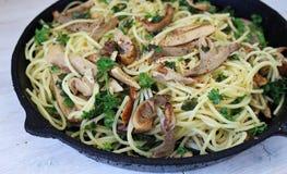 Pilz- und Knoblauchspaghettis Stockfotografie