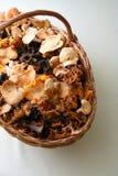 Pilze in einem Korb Stockfoto