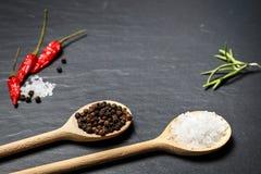 Pimentão com pimenta preta e sal no fundo de pedra rústico Fotos de Stock