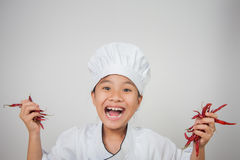 Pimentão novo da posse dos cozinheiros chefe em ambas as mãos Imagens de Stock
