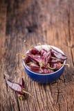 Pimentão pimentas de pimentão vermelho na tabela de madeira Foco seletivo Fotografia de Stock