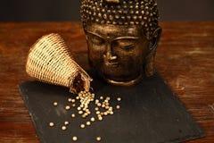 Pimenta branca e um buddha Imagens de Stock