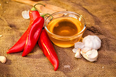 Pimenta doce, mel e alho Fotografia de Stock Royalty Free