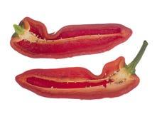 Pimenta doce vermelha de Cubanelle isolada no fundo branco Capsicum ?nuo Corte aberto para revelar para dentro, sementes Aka ital imagem de stock