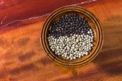 Pimenta e pimenta preta Fotografia de Stock