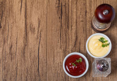Pimenta e sal, ketchup e maionese Foto de Stock Royalty Free