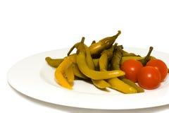 Pimenta e tomates vermelhos na placa branca. Fotografia de Stock