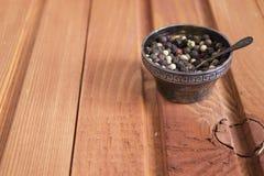 Pimenta em um copo com colheres Imagens de Stock
