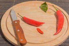 Pimenta, faca, gotas de água Imagens de Stock