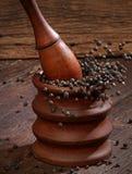Pimenta preta de moedura Fotos de Stock Royalty Free