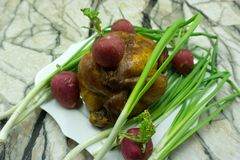 A pimenta Roasted da galinha, aves domésticas da bandeja da placa preparou-se, fotos de stock