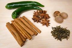 Pimenta verde e especiarias bonitas Fotos de Stock Royalty Free