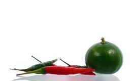 Pimenta vermelha, limão verde Fotografia de Stock Royalty Free