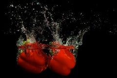 Pimenta vermelha na água Fotos de Stock Royalty Free