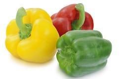 Pimentas amarelas, verdes e vermelhas isoladas no fundo branco Fotografia de Stock Royalty Free
