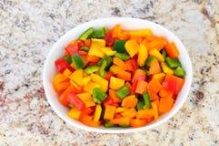 Pimentas cortadas na bacia branca Imagem de Stock Royalty Free