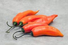 Pimentas da malagueta picante de Aji amarillo no fundo de pedra Fotos de Stock