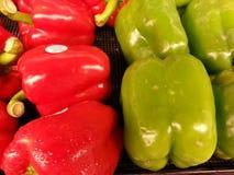 Pimentas de Bell vermelhas e verdes Imagens de Stock Royalty Free