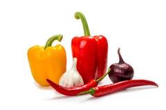 Pimentas de pimentão e pimenta de sino vermelha, amarela e verde Fotografia de Stock