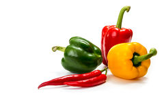 Pimentas de pimentão e pimenta de sino vermelha, amarela e verde Fotografia de Stock Royalty Free