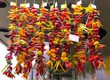 Pimentas de pimentão quente no mercado Fotografia de Stock