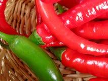 Pimentas de pimentão vermelhas e verdes Imagem de Stock Royalty Free