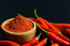 Pimentas de pimentão vermelho e flocos do pimentão Fotos de Stock Royalty Free