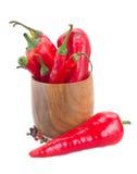 Pimentas de pimentão vermelho na bacia Imagem de Stock