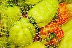 Pimentas de sino coloridas, fundo natural Imagem de Stock
