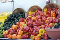 Pimentas de sino do mercado dos fazendeiros Imagens de Stock