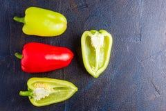 Pimentas doces coloridas brilhantes isoladas no branco Foto de Stock Royalty Free