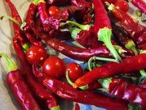 Pimentas e tomates de pimentão vermelho Fotografia de Stock