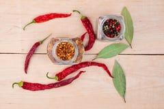 Pimentas encarnados e folha de louro Foto de Stock Royalty Free