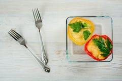 Pimentas enchidas vermelhas e amarelas Fotografia de Stock