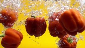 Pimentas que caem na água filme