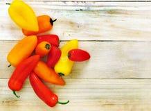 Pimentas vermelhas, amarelas, alaranjadas doces Imagem de Stock