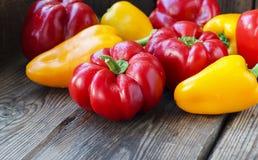 Pimentas vermelhas e amarelas da paprika Imagens de Stock Royalty Free