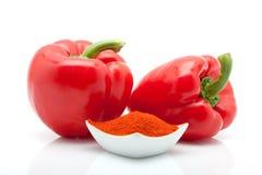 Pimentas vermelhas e paprika em um prato isolado no fundo branco Fotos de Stock Royalty Free