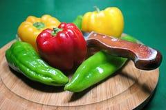 Pimentas vermelhas, pimentas verdes, pimentas amarelas Fotografia de Stock