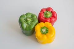 Pimentas vermelhas, verdes e amarelas de Califórnia Fotografia de Stock Royalty Free