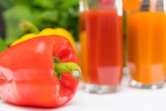 Pimento de sino vermelho saudável fresco com batidos foto de stock