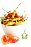 Pimentos de pimentão frescos no fundo branco Imagens de Stock