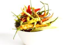 Pimentos de pimentão frescos no fundo branco Imagem de Stock